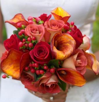 https://cf.ltkcdn.net/weddings/images/slide/106999-389x400-fallroses1.jpg