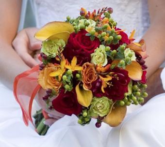 https://cf.ltkcdn.net/weddings/images/slide/107003-448x400-fallroses3.jpg