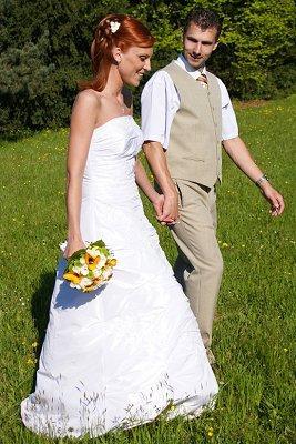 https://cf.ltkcdn.net/weddings/images/slide/107050-267x400-tuxgal4.jpg