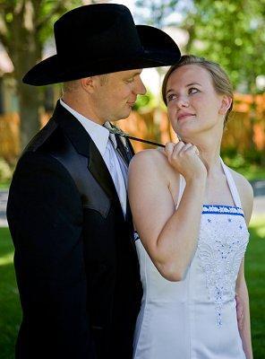https://cf.ltkcdn.net/weddings/images/slide/107052-296x400-tuxgal7.jpg