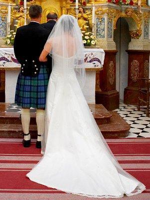 https://cf.ltkcdn.net/weddings/images/slide/107057-301x400-tuxgal12.jpg
