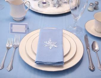 https://cf.ltkcdn.net/weddings/images/slide/125552-513x400-wwdeco1.jpg
