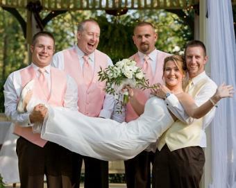 https://cf.ltkcdn.net/weddings/images/slide/128047-502x400-receptionact5.jpg