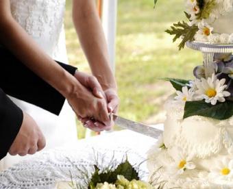 https://cf.ltkcdn.net/weddings/images/slide/128054-492x400-receptionact10.jpg