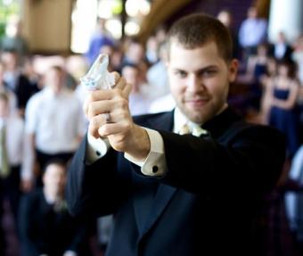 https://cf.ltkcdn.net/weddings/images/slide/128056-474x400-receptionact12.jpg