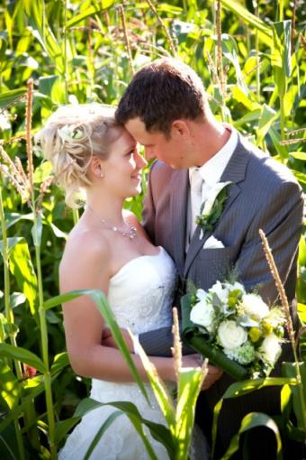 https://cf.ltkcdn.net/weddings/images/slide/135776-424x636r1-Cornfield-Portrait.jpg