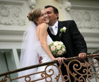https://cf.ltkcdn.net/weddings/images/slide/138108-480x400-wedpose10.jpg