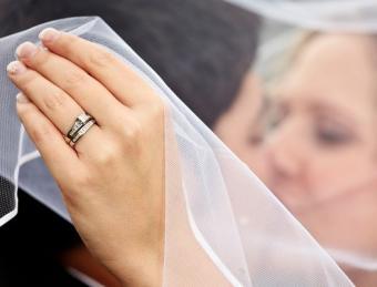 https://cf.ltkcdn.net/weddings/images/slide/138111-526x400-wedpose6.jpg