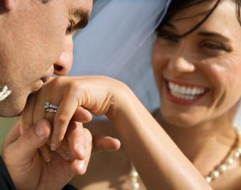 https://cf.ltkcdn.net/weddings/images/slide/138114-507x400-wedpose9.jpg