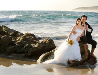 https://cf.ltkcdn.net/weddings/images/slide/138117-520x400-wedpose12.jpg