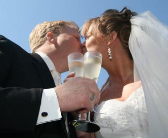 https://cf.ltkcdn.net/weddings/images/slide/138122-486x400-wedpose16.jpg