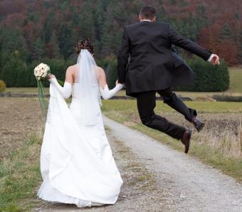 https://cf.ltkcdn.net/weddings/images/slide/138123-457x400-wedpose15.jpg