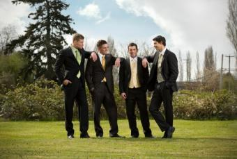 https://cf.ltkcdn.net/weddings/images/slide/139238-633x427r1-ArmsOnShoulder.jpg