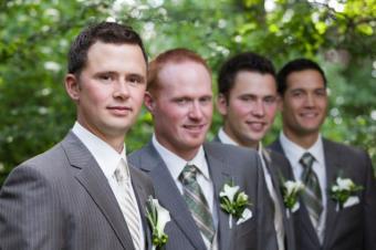 https://cf.ltkcdn.net/weddings/images/slide/139242-637x424r1-TraditionalPose.jpg