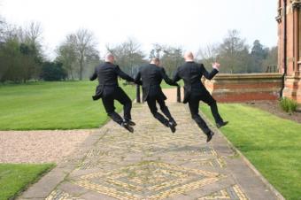 https://cf.ltkcdn.net/weddings/images/slide/139243-637x424r1-JumpingGroomsmen.jpg