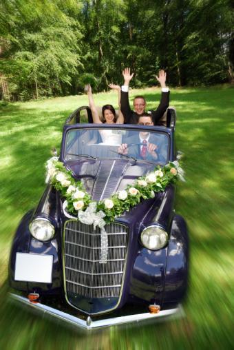 https://cf.ltkcdn.net/weddings/images/slide/141534-567x847r1-Classic-Car.jpg