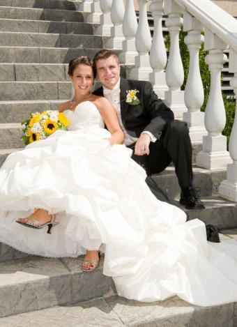 https://cf.ltkcdn.net/weddings/images/slide/141536-590x814r1-Steps-Pose.jpg