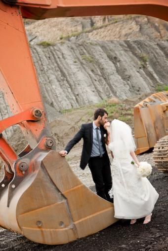 https://cf.ltkcdn.net/weddings/images/slide/141539-566x848r1-Construction-Couple.jpg