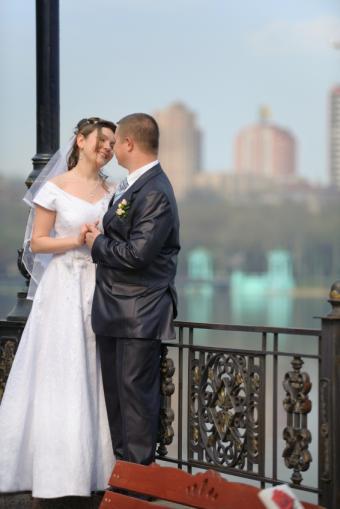 https://cf.ltkcdn.net/weddings/images/slide/141540-566x848r1-Urban-Wedding-Photo.jpg
