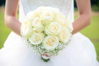 https://cf.ltkcdn.net/weddings/images/slide/143005-637x424r1-Bridal-Bouquet1.jpg