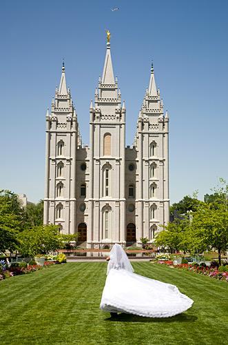 https://cf.ltkcdn.net/weddings/images/slide/148444-331x500-5.jpg