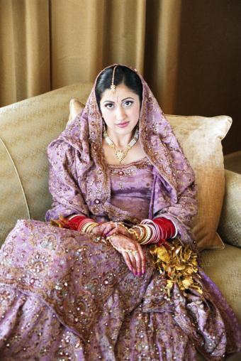 https://cf.ltkcdn.net/weddings/images/slide/150086-567x847r1-Purple-traditional.jpg