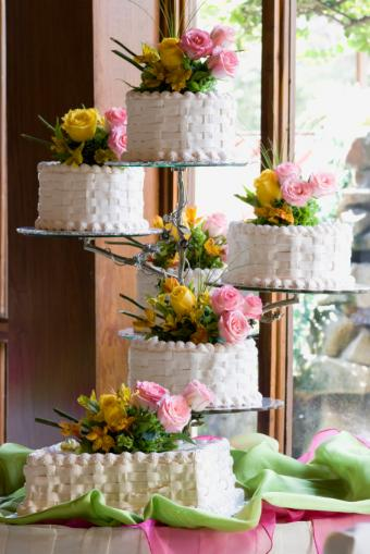 https://cf.ltkcdn.net/weddings/images/slide/162327-566x848r1-BasketweaveCake.jpg