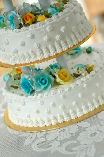 https://cf.ltkcdn.net/weddings/images/slide/162329-565x850r1-StarDotCake.jpg