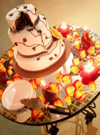 https://cf.ltkcdn.net/weddings/images/slide/162534-598x803-BrownBranchCake.jpg