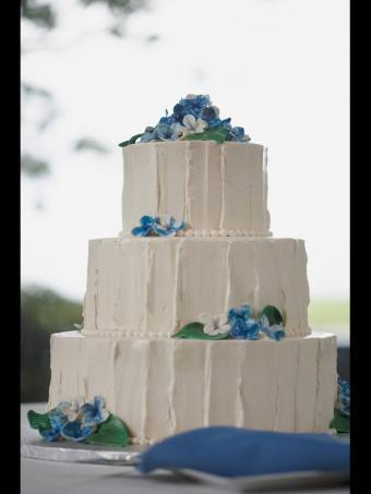 https://cf.ltkcdn.net/weddings/images/slide/162660-600x800-rusticverticalcake_DT_new.jpg