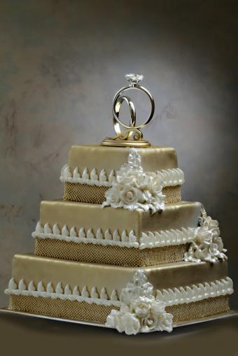 https://cf.ltkcdn.net/weddings/images/slide/165549-566x848-rings.jpg