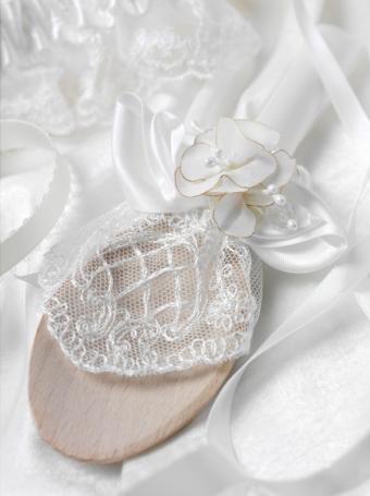https://cf.ltkcdn.net/weddings/images/slide/169002-599x801-lucky-spoon.jpg
