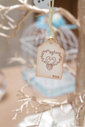 https://cf.ltkcdn.net/weddings/images/slide/169007-334x500-wishing-tree.jpg