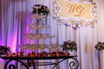 https://cf.ltkcdn.net/weddings/images/slide/169138-849x565-wall-plaque.jpg