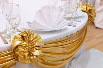 https://cf.ltkcdn.net/weddings/images/slide/169139-850x563-table-swags.jpg