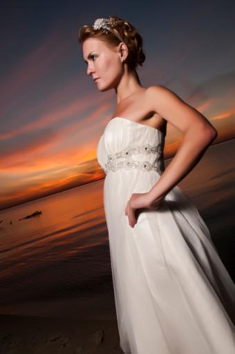 https://cf.ltkcdn.net/weddings/images/slide/169144-332x500-night-jewels.jpg