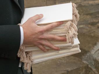 https://cf.ltkcdn.net/weddings/images/slide/169208-801x599-Program-Tassels.jpg