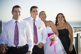 https://cf.ltkcdn.net/weddings/images/slide/172765-850x567-Small-group-by-ocean.jpg