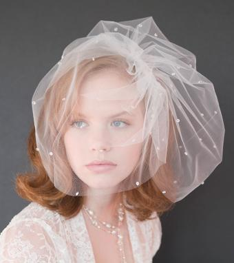 https://cf.ltkcdn.net/weddings/images/slide/176170-757x850-Wedding-Veil-With-Polka-Dots.jpg