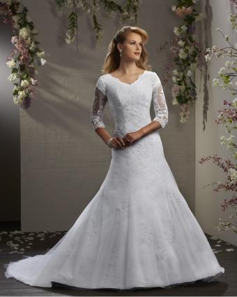 https://cf.ltkcdn.net/weddings/images/slide/176631-677x850-Bliss-by-Bonny-three-quarter-sleeve.jpg