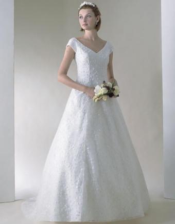 https://cf.ltkcdn.net/weddings/images/slide/176632-661x850-Casablanca-Dress-1599-cap-sleeve.jpg