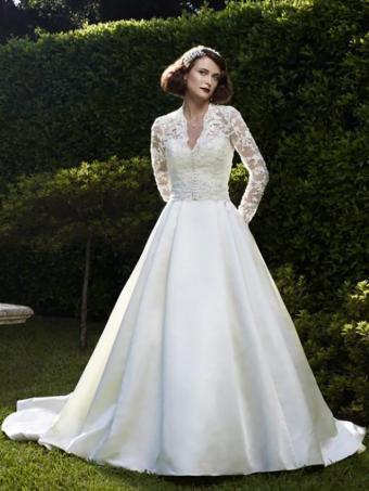 https://cf.ltkcdn.net/weddings/images/slide/176637-638x850-Casablanca-Dress-2073J-long-sleeve.jpg
