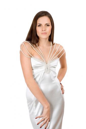 https://cf.ltkcdn.net/weddings/images/slide/191503-566x850-bead-strap-wedding-dress.jpg