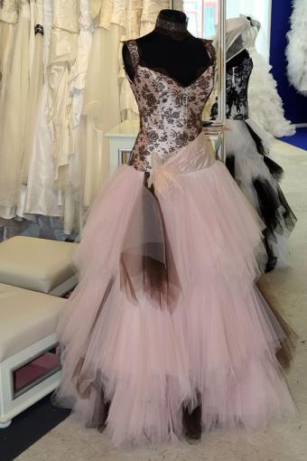 https://cf.ltkcdn.net/weddings/images/slide/191511-567x850-pink-wedding-dress.jpg