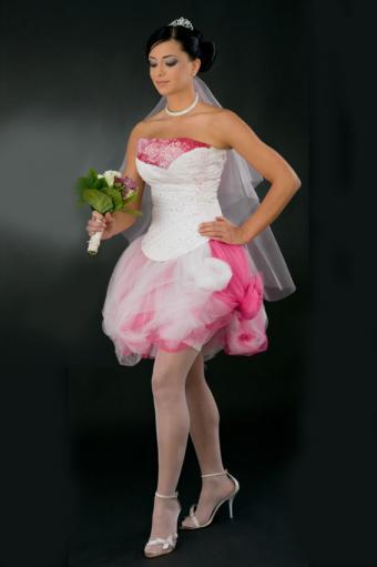 https://cf.ltkcdn.net/weddings/images/slide/191513-566x850-short-pink-and-white-wedding-dress.jpg