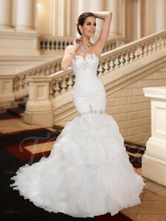 https://cf.ltkcdn.net/weddings/images/slide/191516-638x850-Sweetheart-Beading-Court-Train-Trumpet-Dress.jpg