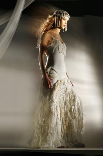 https://cf.ltkcdn.net/weddings/images/slide/191521-566x850-wedding-dress-with-lace.jpg