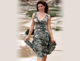 https://cf.ltkcdn.net/weddings/images/slide/194497-668x510-Army-dress.jpg