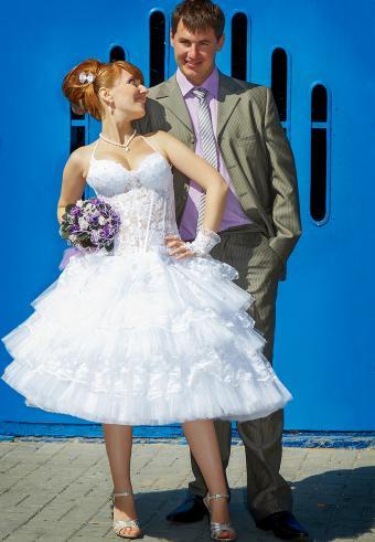 https://cf.ltkcdn.net/weddings/images/slide/197533-589x850-bridal03_skirtlengthcrop.jpg