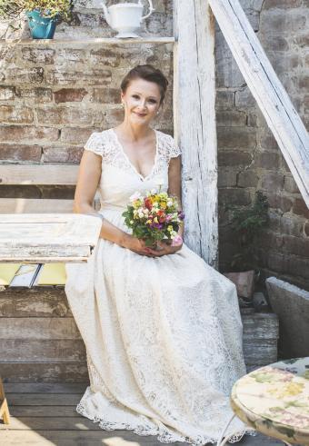 https://cf.ltkcdn.net/weddings/images/slide/197535-589x850-bridal04_lacecrop.jpg